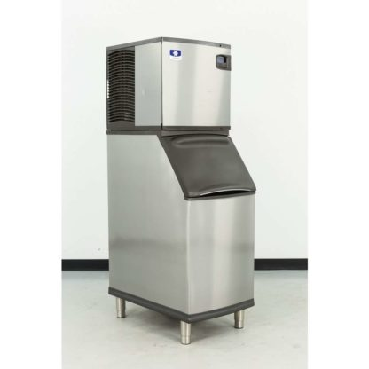Reconditioned Manitowoc IY0524A-261D 485 lb. Air Cooled Half-Dice Ice Machine w/B420 310 lb. Bin